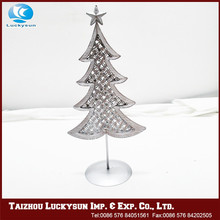 Arts and crafts frame metal christmas tree shaped decoration