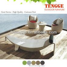 forma de barco espreguiçadeira e cadeira ovo
