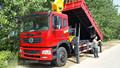 Aspersão caminhão com guindaste