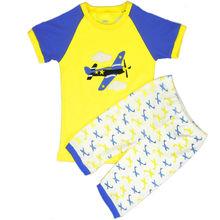 plano de dibujos animados ropa infantil