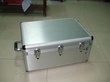 silver aluminium flight case with telescopic handle