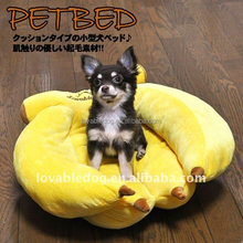 Japan LOVABLEDOG New lovely banana dogs bed wholesale /plush pet bed