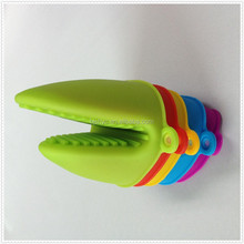 2015 Popular cute shark silicone safety gloves oven cooking use