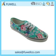 China new model colorful flowers outdoor lace up name brand sneakers shoes