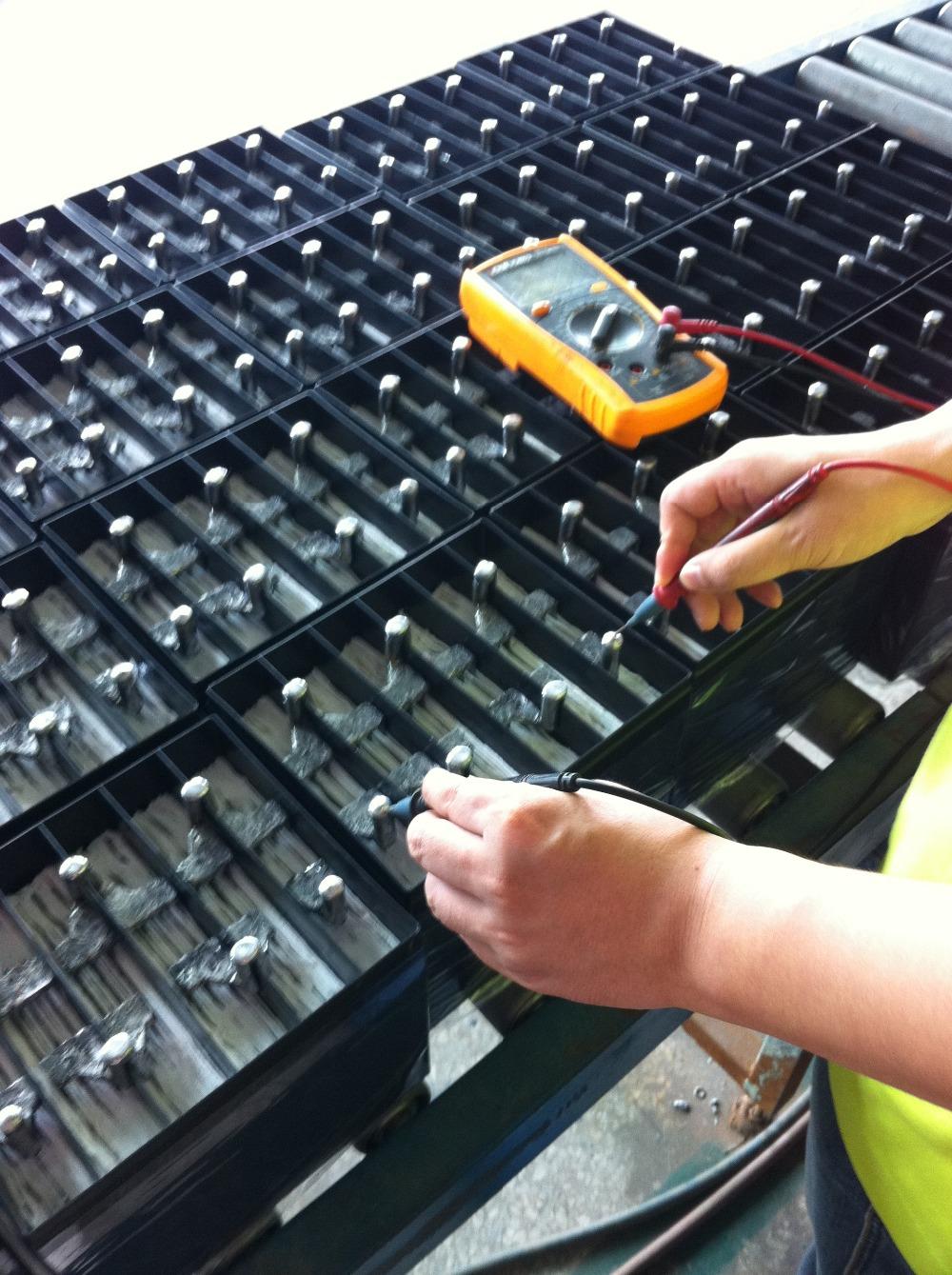 testing the soalr battery.JPG