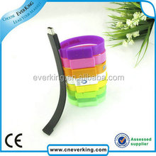 De silicona de colores del usb del wristband con la insignia de encargo