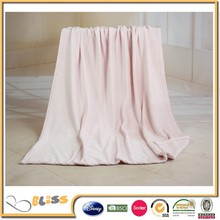 china suppliers 10 Years Experience Fashionable 100 polyester coral fleece blanket soft pink fleece blanket