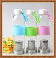 Hot sale China factory export fancy 550ml borosilicate glass bottle with infuser color plastic lid for sport tea water drinking