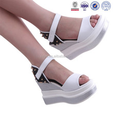 2015 new arrival quality genuine leather sandal