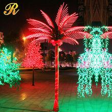 Iluminado desnudo rama rama del árbol