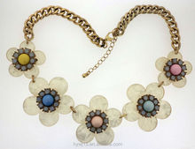 Gold chain and colourful resin beads decorated shell flower necklace