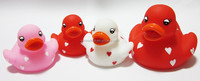 2015 new toys vinyl duck toy /mom with baby funny plastic duck
