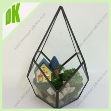 DIY garden fairy crafts // glass Terrarium Mixture of Moss small stones // geometric glass terrarium ball water plant container