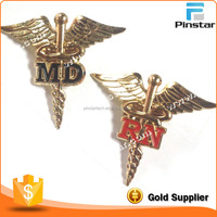 Promotional gifts enamel custom made pilot wings metal pin badge with safety pin on the back