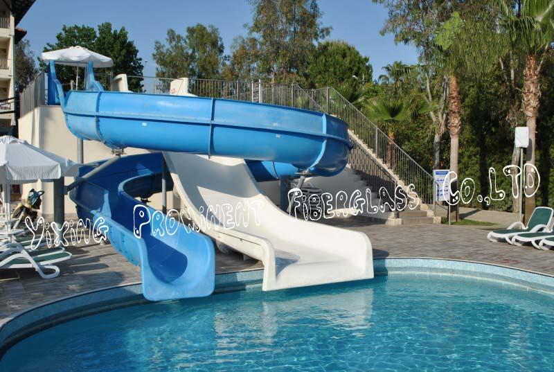 Villa priv e petit toboggan de la piscine coulissant id de for Toboggan piscine privee