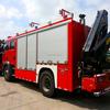 China Rescue fire fighting trucks rear folding crane hot selling