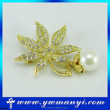 Newest design indonesia fashion accesories acsessories pearl brooch for wedding invitations
