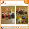 Para mujer tienda de ropa de diseño con pantalla montada en la pared muebles