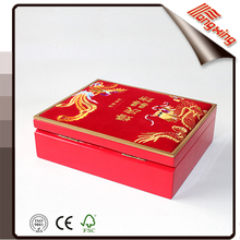 2015 red high quality customized wholesale wooden cosmetic case