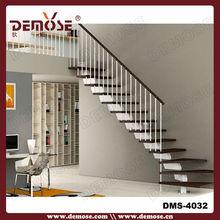 piso de los modelos de escaleras de hierro en el interior