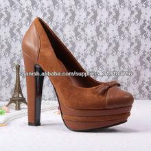 color de los zapatos gruesos heelded camello