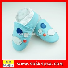 Import new trendy modern blue and white fish embroidered cow leather soft kids safety shoes