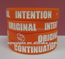 2015 fantastic cheap promotional debossed silicone bracelets/silicone bands with words logo, white color filled