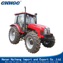 Gran tractor con piezas del tractor agricultura y herramienta