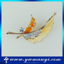 Wholsale Fashion Loved Clothes Sweater Accessories Simple Delicate Crystal Brooches Silver Colored Feather Shape Brooch pins