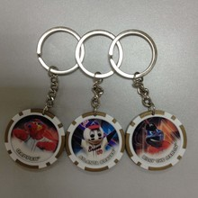Billigste souvenir schlüsselbund, politur aufkleber mit Poker chip schlüsselanhänger, geschenke schlüsselanhänger