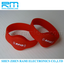 Factory price LF RFID EM4200 Silicone Wristband Smart Bracelet with laser printing for event management