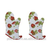 Now Designs Basic Oven Mitts Strawberries