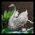 Escultura de bronce cisne y Chick