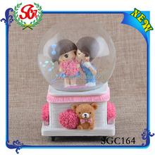 SGC164 2015 LOW MOQ High Quality Resin Wedding Couple Snow Globe, Water Tank Float Ball Valve