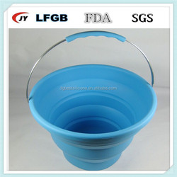 Collapsible silicone ice bucket