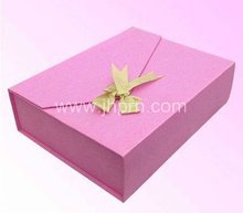 Birthday gift package with magnet clouser