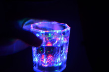 bar LED glowing wine cup party favor LED flashing beer cup design your own LED flashing beer cup