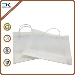 Finest quality plastic handle folding bag for gift