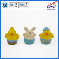 Ceramic Easter Day Old Chick and Bunny Shaped Candle Holder for Easter Souvenir