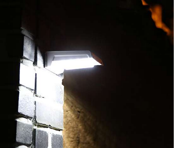 solar wall light.png
