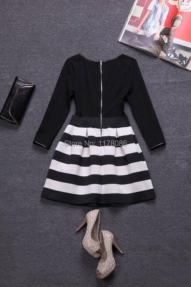 Платье с юбкой в полоску