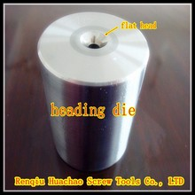 Cold forming die for flat head