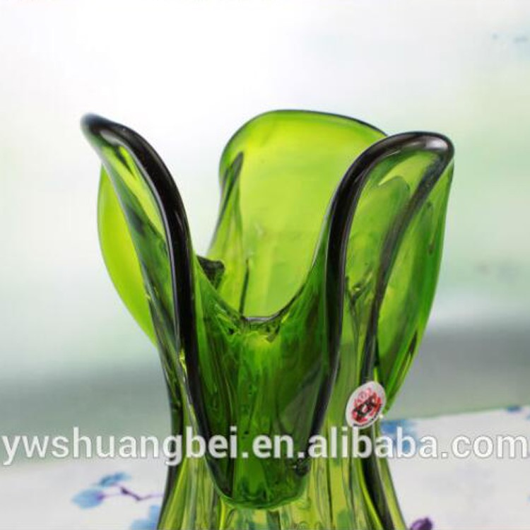 2016 Hot Sale Green Unique Shaped Glass Vasedecoration Green Glass