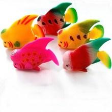 9 * 5.5 cm pecera artficial mini flotante grande de plástico de pescado cuerno / Rajah cichlasoma para el acuario