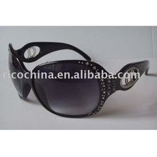 2011 Oversized designer sunglasses in latest styles with Metal decorations on the temple