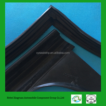 Butt joint rubber angle strips for car window sealing