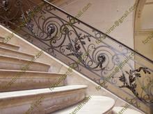 La mano pura forjó la barandilla de escalera de hierro labrado elegante
