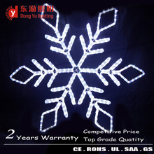 China christmas ornaments LED hanging snowflakes white color decorative snowflakes lights LED low price
