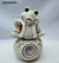 Good Quality frog garden ornaments decor resin with solar light