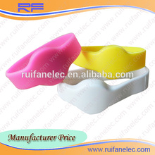 Cheap built-in ID TK4100 chip silicone smart wristband